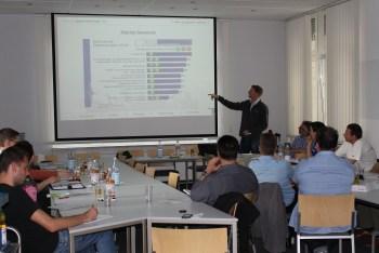 Matthias Poppen gibt den Teilnehmern Tipps für die Akquise von Sponsoren. Foto: Sportbund Rheinhessen