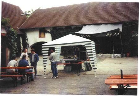 Das war die aller erste Bühne im Weingut Weyell. So fing es an. (Bild KADH)