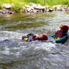 Die Teilnehmer konnte auf der Kanustrecke sehr gut die Kräfte des strömenden Wassers erleben. (Bild: Andreas Fuhr)