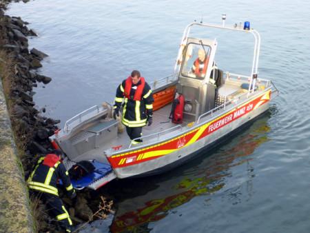 Feuerwehr Mainz sucht Frau im und rettet Hund am Rhein