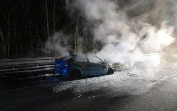 Fahrzeug auf der B9 brennt aus