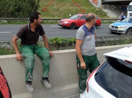 Die Polizei sucht diese beiden Männer wegen des Verdachtes auf unterlassene Hilfeleistung. (Bild: Polizei Südhessen)