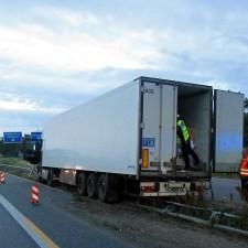 Durch den Unfall entstand ein Sachschaden von 100.000 Euro. (Bild: Autobahnpolizei Wörrstadt)