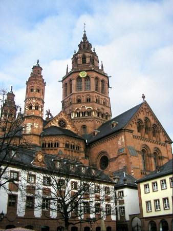 Der Mainzer Dom. (Quelle: Moguntier via Wikipedia)