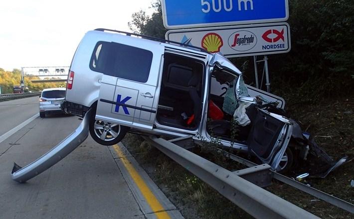 Horror-Unfall: Rohre bohrten sich ins Fahrzeuginnere