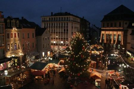 Der Weihnachtsmarkt Worms öffnet täglich 11 - 20 Uhr. Glühwein- und gastronomische Stände schließen spätestens um 22 Uhr. (Bild: Stadt Worms)