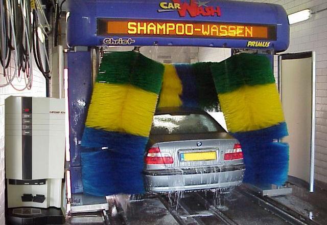 Zwei Einbrüche in Autowaschanlagen – Zeugen gesucht