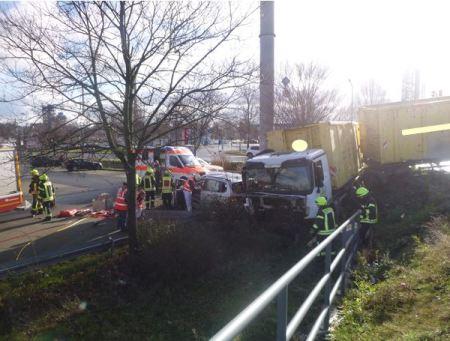 Die Unfallstelle auf der B9 bei Worms. (Foto: Polizei Worms)