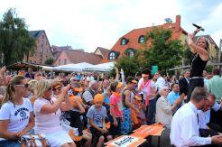Petra Zieger sorgte schon vor dem Merkel-Besuch für Stimmung am Hafen