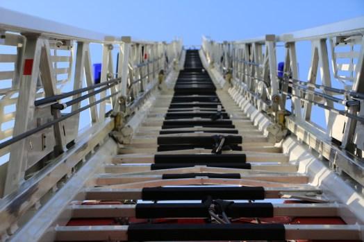 Feuerwehr Drehleiter - Blick vom Leiterpark in Himmel #4