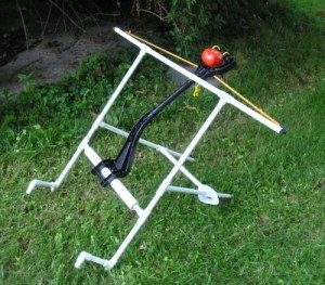 """The new, improved model. A bungee cord provides the flinging """"power."""" Feet on the front keep it from tipping over. The throwing arm is attached to a larger-diameter pipe."""