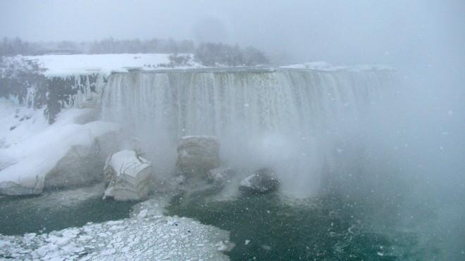A snowy day at Niagara Falls