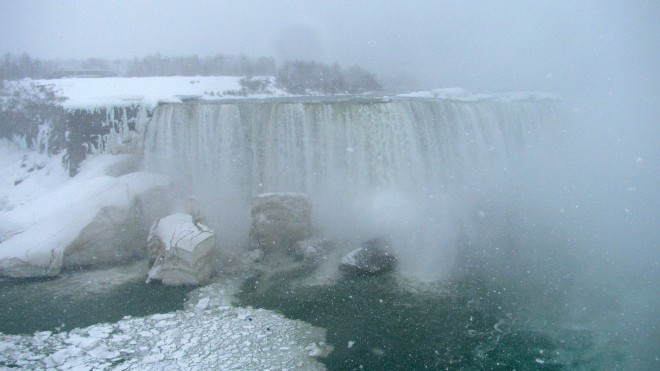 A snowy day at Niagara Falls