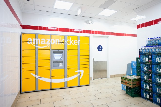 An Amazon delivery locker in the back of a 7-Eleven - Photo: Ariel Zambelich/Wired
