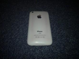 Foto de la parte de atras de un iPhone 3GS con problemas de calentamiento.