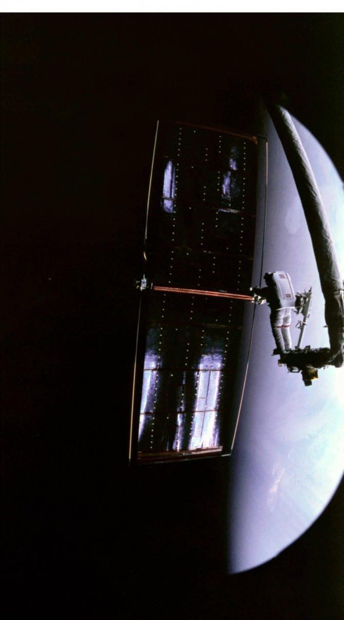 Kathy Thornton prepares to send a broken solar panel from Hubble plunging towards Earth and incineration. Astronauts successfully replaced the damaged panel back in 1993. Photo: NASA.