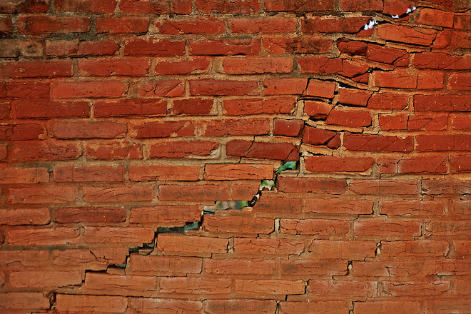 https://i2.wp.com/www.wired.com/images_blogs/wiredscience/2014/03/cracked-brick-wall.png