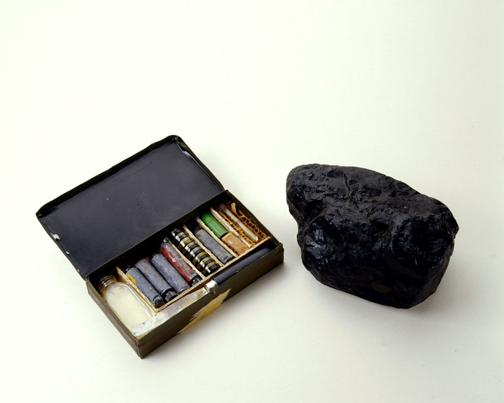 Coal Bomb and Camouflage Kit
