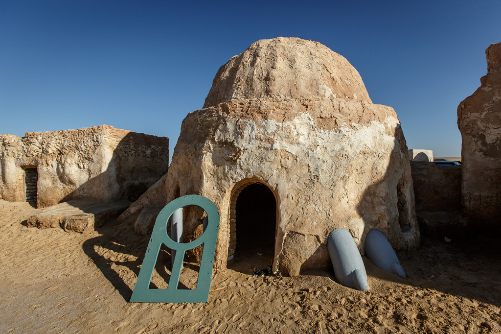 This set is one of four locations used to depict Mos Espa, Anakin's childhood home. Near Ong Jemel, Tunisia.