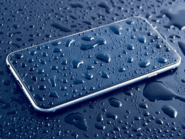 how to get water out of your phone