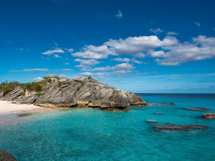 Amazing colours of the Bermuda south shore.