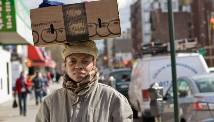 Fotograma de 'Stones in the Sun' sobre los conflictos que surgen entre emigrados económicos y exiliados políticos de Haití en los EE.UU.