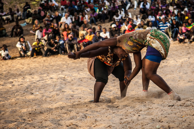 Lucha femenina en Casamance. Foto: Leila Adjovi