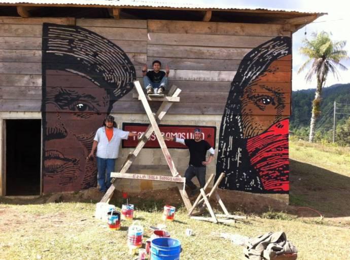 Mural-afuera-con-muralistas-Memo-Antone-y-Omar-1024x764