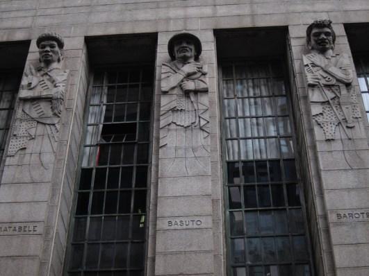 9 etnias representadas en la fachada lateral. Foto: Vanessa Anaya