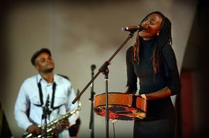 La cantante Hope Masike. Foto: Bram Lammers/MTN Bushfire Festival