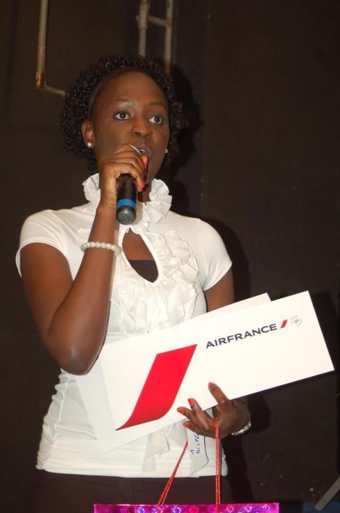Bousso Dramé en la recogida del premio de ortografía, en una imagen extraída de su perfil de Facebook