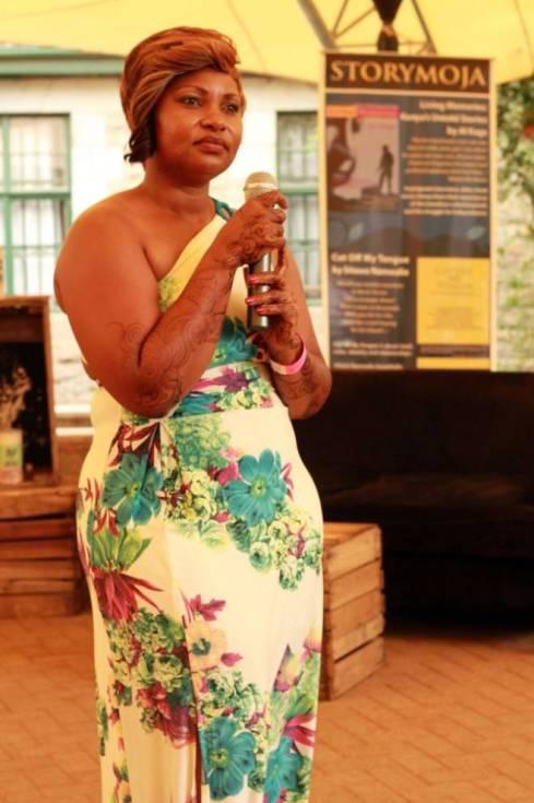 La sexóloga keniana Getrude Mungai disertando sobre el amor romántico occidental. Foto: Sebastián Ruiz.