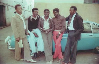 James Mbugua, DK Mwai, Wahome Maingi (frontman de los Famous Nyahururu Boys Band) y Joseph Wangombe. Fuente: Fusion Magazine archives.