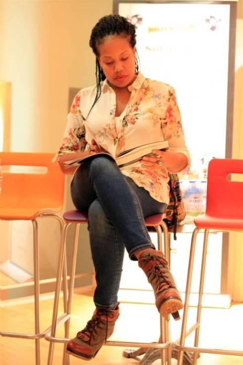 Nicole Amarteifio en un momento durante en la entrevista en París. Foto: Sebastián Ruiz.