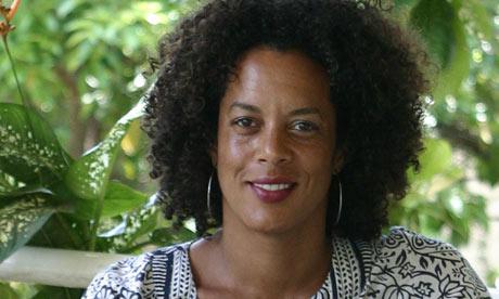 La escritora Aminatta Forna. Fuente: The Guardian
