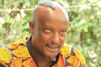El escritor keniano Binyavanga Wainaina. Foto: Sebastián Ruiz