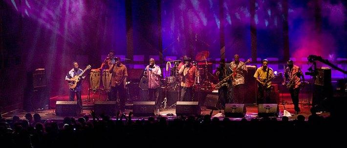La Orchestra Baobab durante un concierto / Foto: Mário Pires