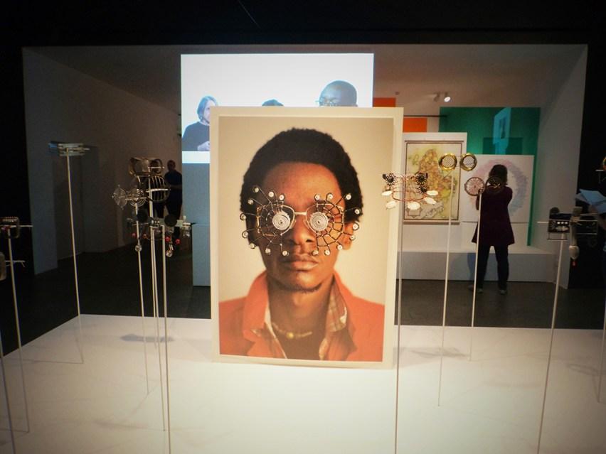 "Las ""C-Stunners"" del artista kenyano Cyrus Kabiru en Making Africa."