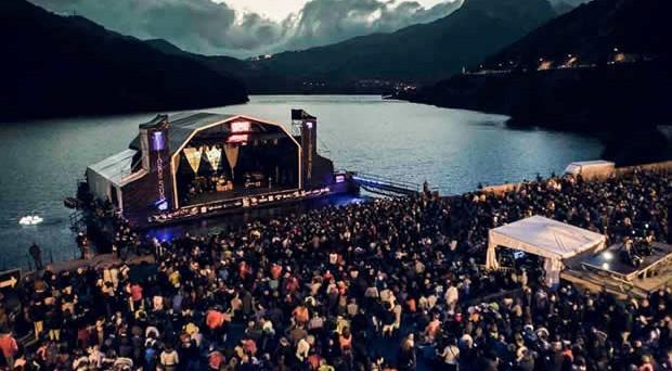Pirineos-Sur-escenario-noche-620x342