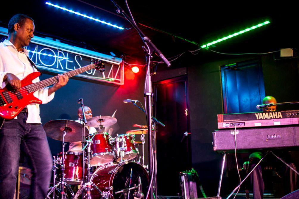 El trío del etíope Hailu Mergia, durante su concierto en Sala Clamores, de Madrid, el pasado domingo 28 de Mayo de 2017 . Fotografía de Sebastián Ruiz-Cabrera / Wiriko.