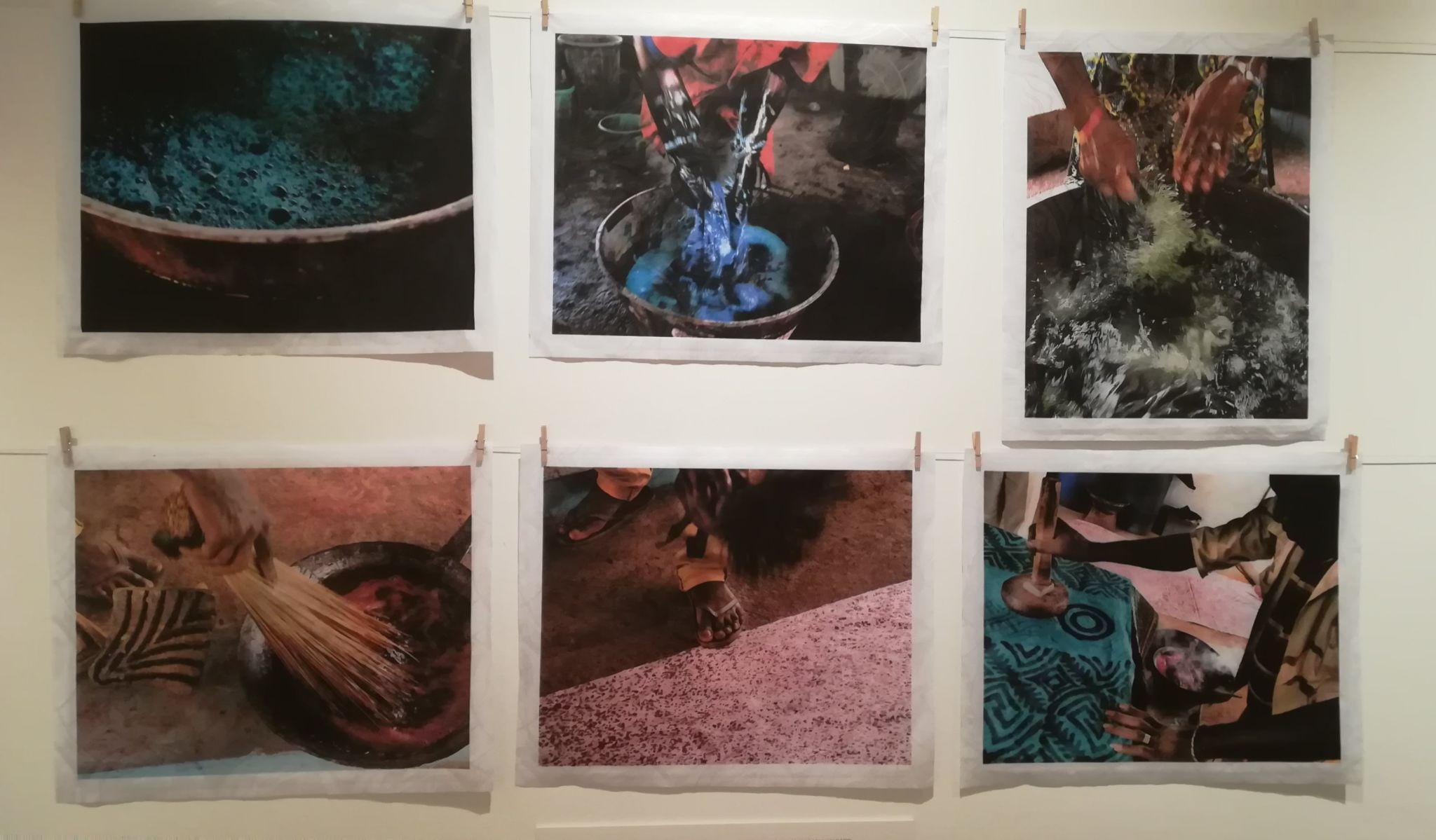 """Fotografías de Kim Manresa expuestas en """"El lenguaje de las telas""""sobre el proceso de elaboración del batik de Mali."""