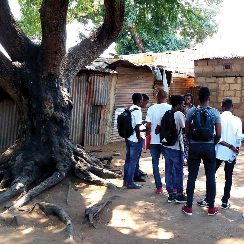 Visita guiada de IVERCA en Mafalala, Maputo (Mozambique) / Fotografía cedida por el arquitecto Remigio Chilaule.