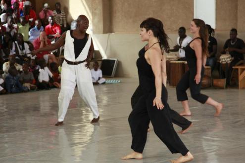 Germaine Acogny y Aïda Colmenero durante una formación en la École des Sables. (Foto cedida por Aïda Colmenero Dïaz)