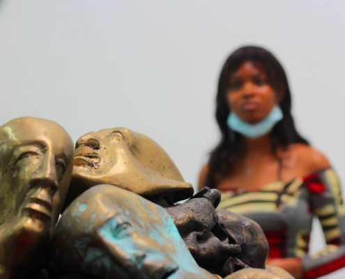 Têtes Precieuses del artista Siriki Ky. Foto: Facebook MuCAT.