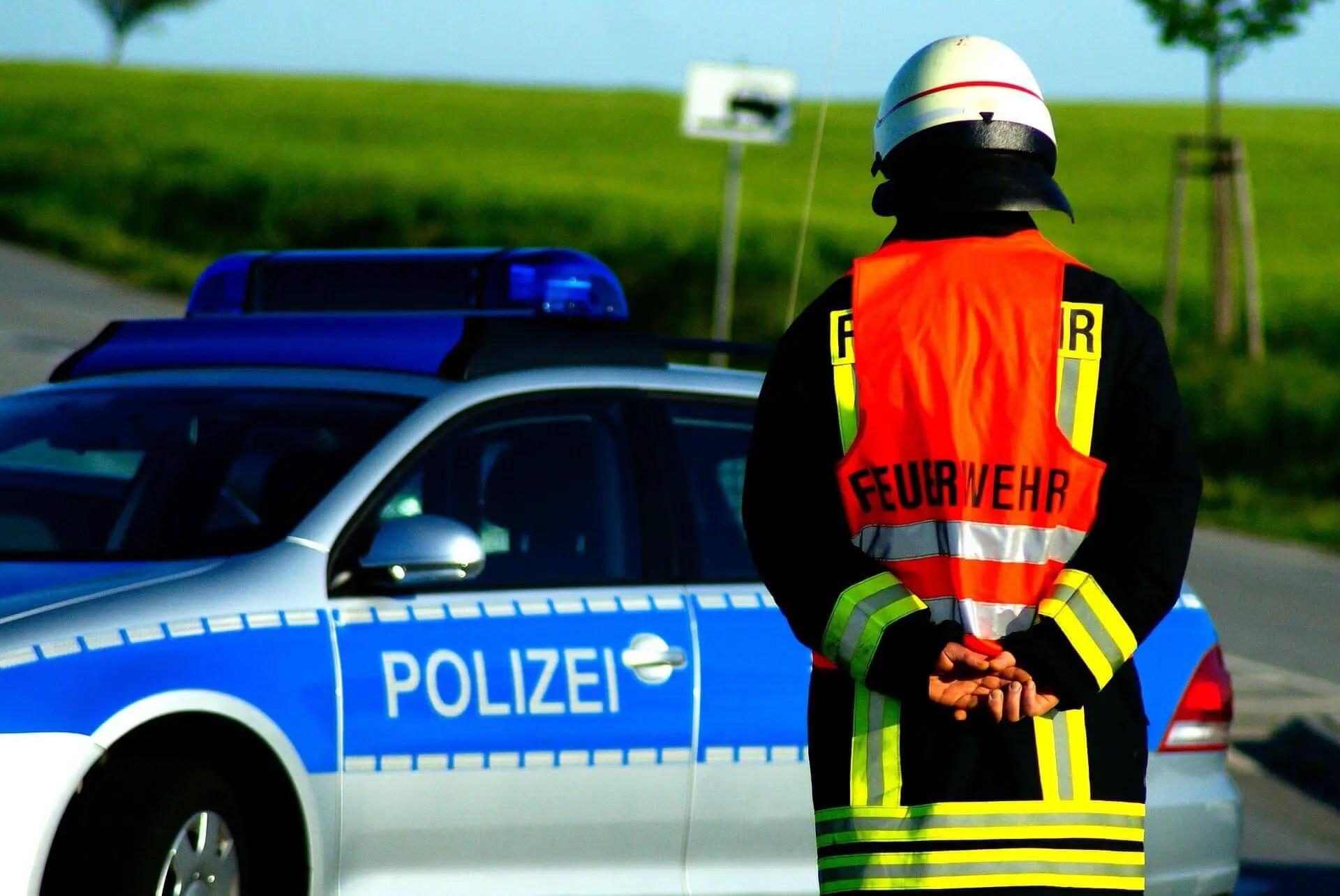 Symbolbild Feuerwehr und Polizei