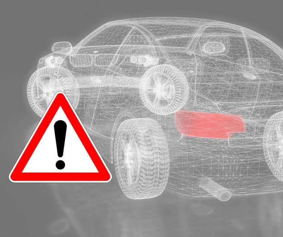 Gefahrenzeichen vor einem Fahrzeug