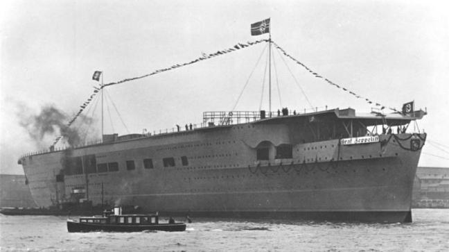 """Flugzeugträger """"Graf Zeppelin"""" nach Stapellauf"""