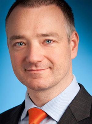 """Erik Steger, Managing Partner von Wolf Theiss, meint dazu: """"Wir sind Christoph Liebscher dankbar, dass er Wolf Theiss in mehr als 15 Jahren zu einem Marktführer in der Schiedsgerichtsbarkeit aufgebaut hat. Wir sehen einen geschätzten Freund zu neuen Taten aufbrechen und wünschen ihm dafür alles Gute."""""""