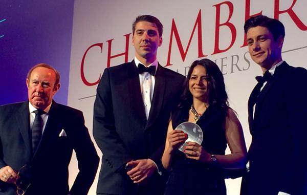 Andrew Neil (Gastgeber der Preisverleihung und BBC Journalist), Marko Prusnik, Monica Cojocaru und Milos Laković