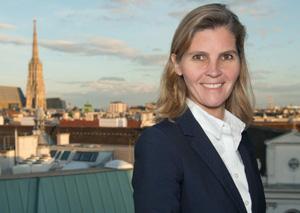 Bettina Knötzl freut sich über die neue Kanzlei